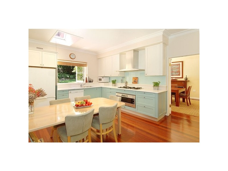Beach style style homehound for Beach house style kitchens