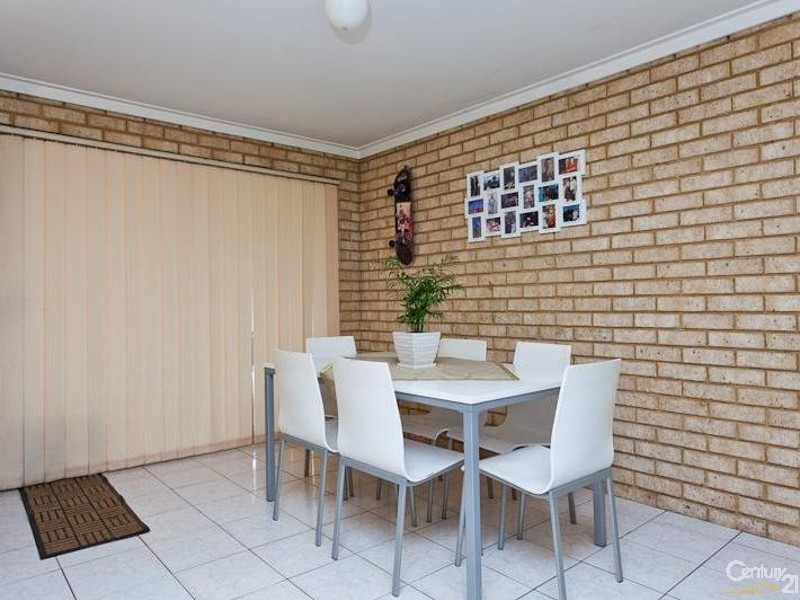21 Forest Lakes Drive, Thornlie WA 6108