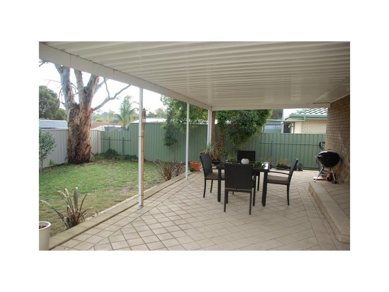 8 Liza Road, Happy Valley SA 5159