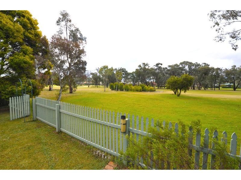 12 Cobb and Co Cct, Tamworth NSW 2340