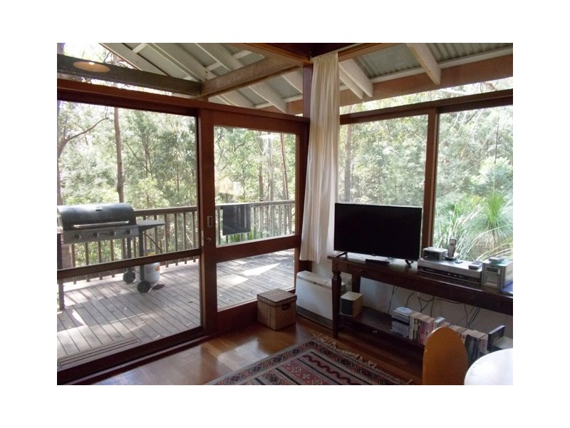 - Ferntree Close, Arakoon NSW 2431