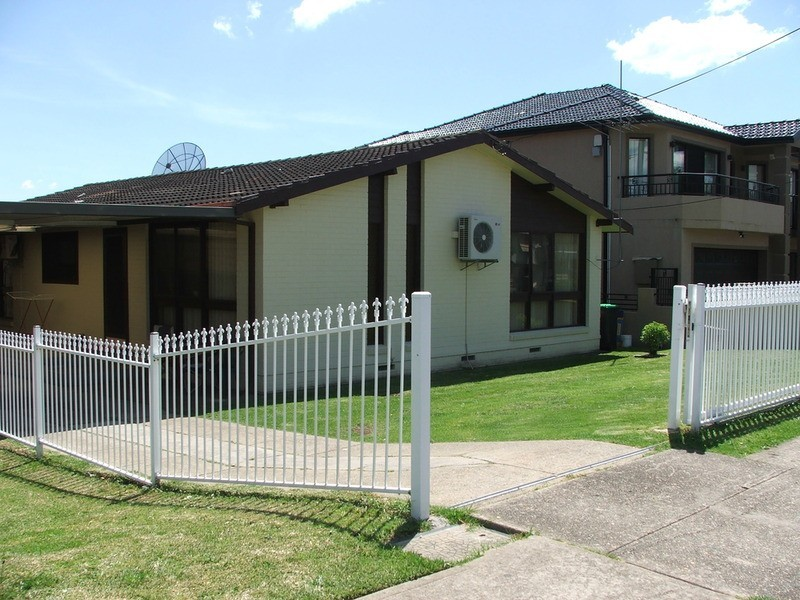 10 Rex  Road, Georges Hall NSW 2198