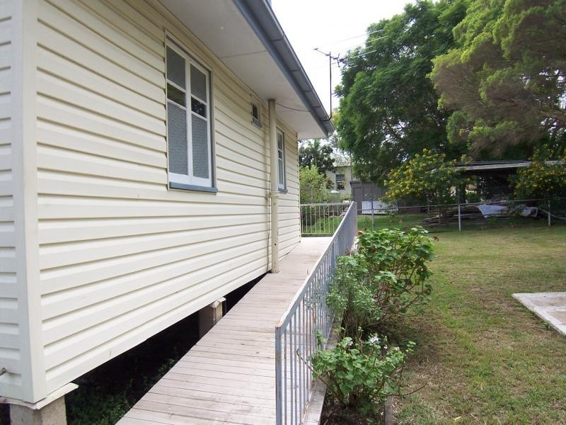 2A Cemetery Rd, Ipswich QLD 4305