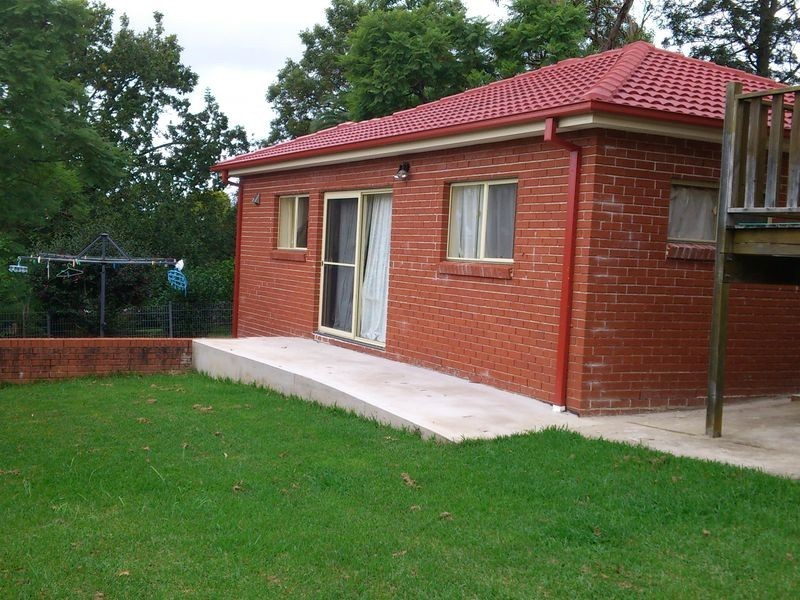 - Eastwood Avenue, Eastwood NSW 2122