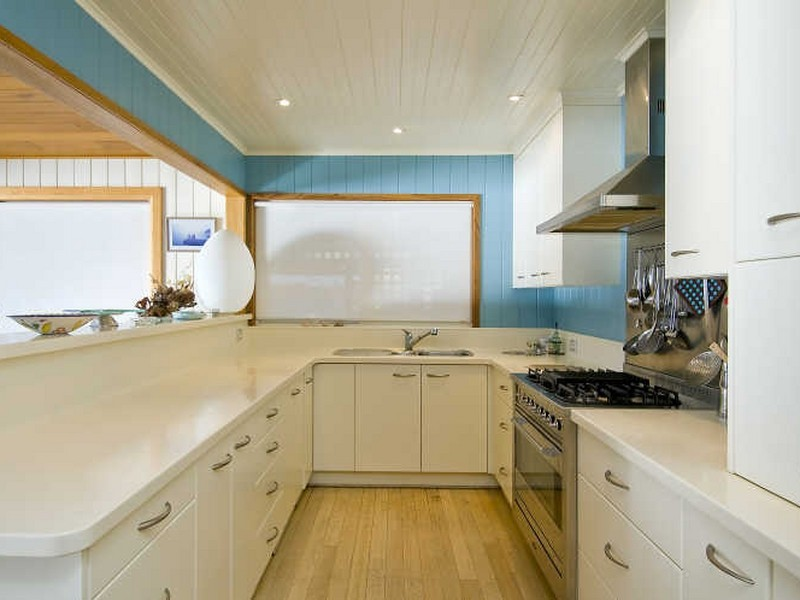 Beach style style kitchen homehound for Beach house style kitchens