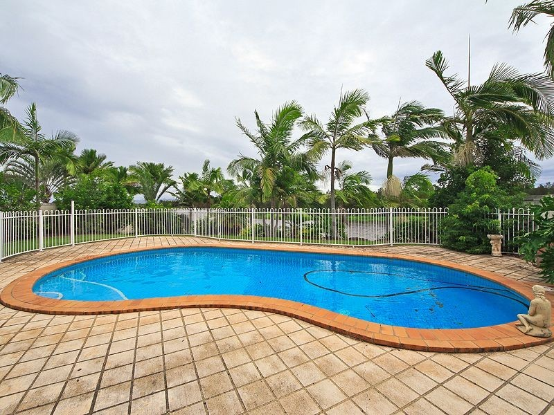 6 St Martin Place, Clear Island Waters QLD 4226