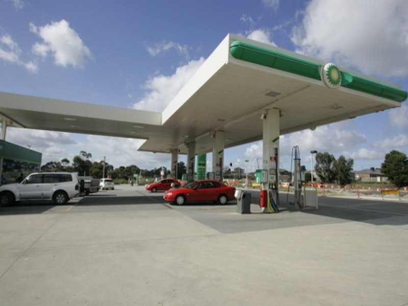 BP Cranbourne, 1-5 Monahans Road, Cranbourne West VIC 3977